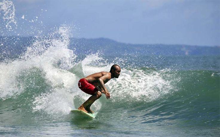Kuta, in het zuiden van Bali, is een van de beste surflocaties van het eiland. Kijk voor sportieve reizen op onze website! Rondreis - Vakantie - Indonesië - Bali - Kuta - Surfing - Sportief - Actief