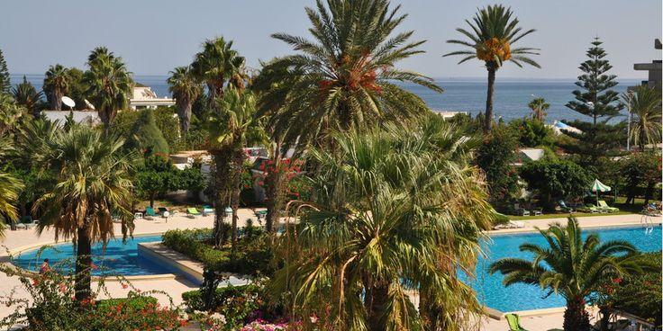 Le soleil, la douceur méditerranéenne, les plages de sable blanc, les effluves de jasmin… dans la petite cité balnéaire de Port El Kantaoui, l'Hasdrubal Thalassa & Spa offre une escale chaleureuse et dépaysante. Entre détente sur la plage, découverte des alentours et activités variées, c'est le lieu parfait pour passer un séjour riche et ensoleillé.