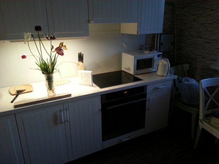 Бюджетный ремонт и дизайн белой кухни 9 кв.м в ...