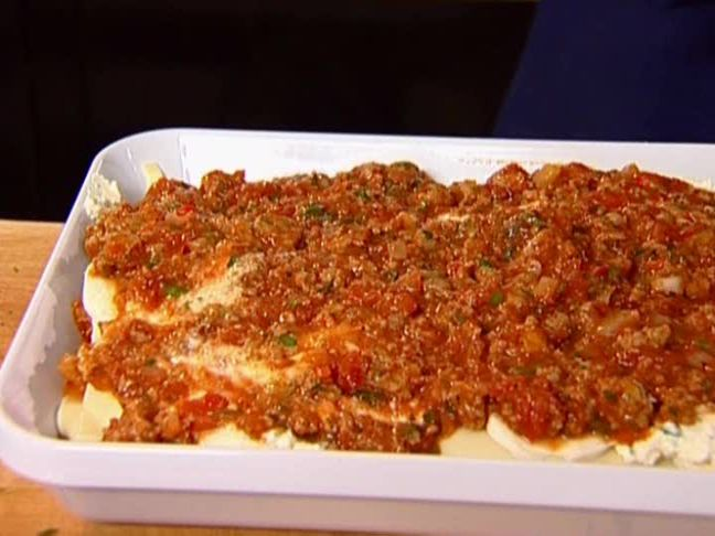 "5 star rated Turkey Lasagna from Barefoot Contessa: still feeds a crowd & has all the flavor of beef lasagna, just less fat. One commenter said ""it's official. This is the world's greatest lasagna..."""