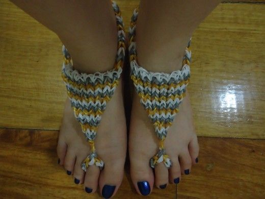 How to Make Triangle Barefoot Sandals Using the Rainbow Loom By dezalyx