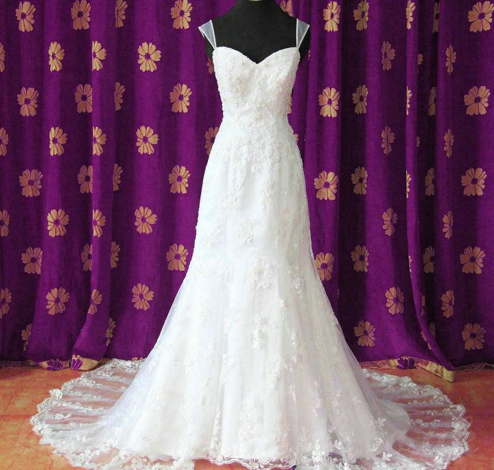 Galerry lace dress with embroidery