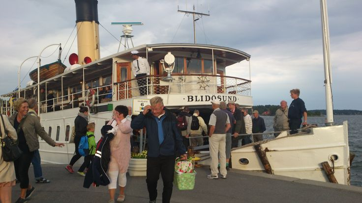 People saying goodbye at arrival in Waxholm, the capital of the Stockholm archipelago.