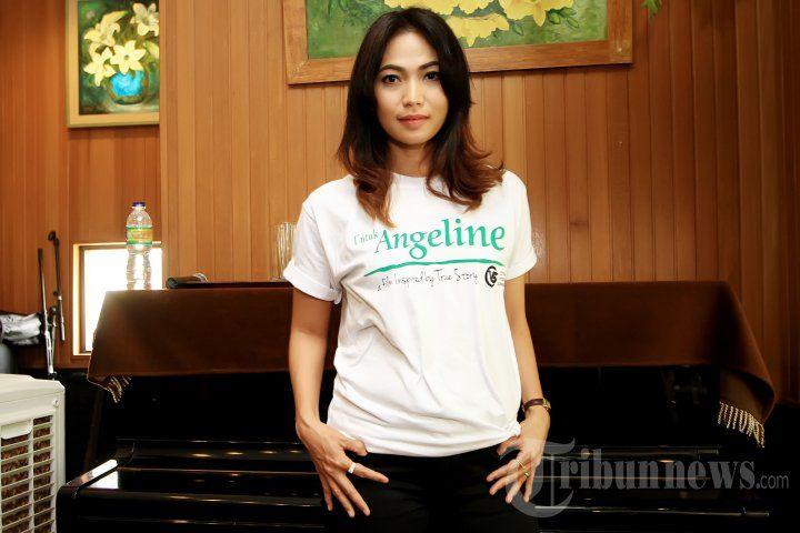 KINARYOSIH - Pemain film Kinaryosih saat menghadiri acara syukuran untuk proses syuting film yang berjudul 'Untuk Angeline' di Dapur Sunda Pondok Indah Mall, Jakarta Selatan, Kamis (7/1/2016). Film ini diilhami kisah nyata Angeline, tragedi gadis cilik dari Bali dengan target selesai dalam tiga pekan. TRIBUNNEWS/JEPRIMA