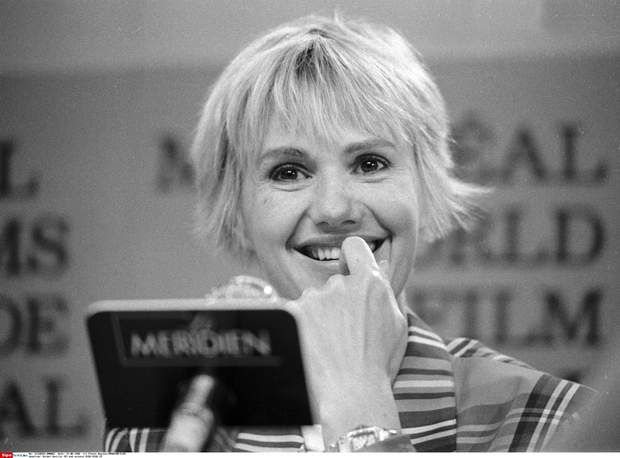 Miou-Miou a eu plusieurs histoires d'amour entre Coluche, Patrick Dewaere, Julien Clerc ou encore Jean Teulé.Montreal, Canada - File Photo - French filmmaker Michel Deville (M) and actress MIOU MIOU (R) news conference at the World Film Festival, August 31, 1988. Photo : Agence Quebec Presse - Pierre Roussel Photo via Newscom/idphoto110305/1411110206