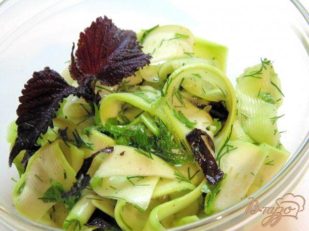 Низкокалорийный салат из молодого кабачка - пошаговый рецепт с фото