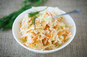 Råkostsallad är ett gott och nyttigt tillbehör. Gör gärna salladen dagen innan den ska ätas.