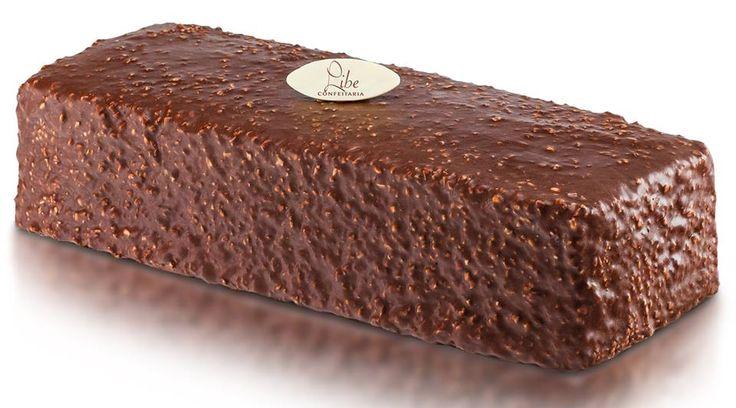 Especialidade Libe Confeitaria: Cassata Ferrero Rocher -  Bolo de chocolate, com avelã e chocolate, coberta com fina camada de chocolate e castanha de caju.