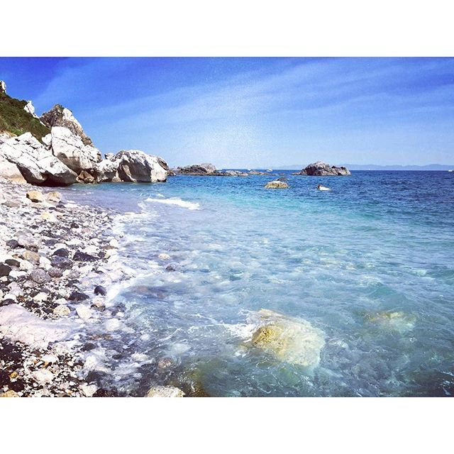 【naka.kenichi】さんのInstagramをピンしています。 《白崎海岸 #白崎海洋公園 #白崎海岸 #白崎 #海 #ocean #shirasaki #sea #エーゲ海 #日本のエーゲ海 #砂浜 #ビーチ #aegean #beach #insta_wakayama #wakayamagram》