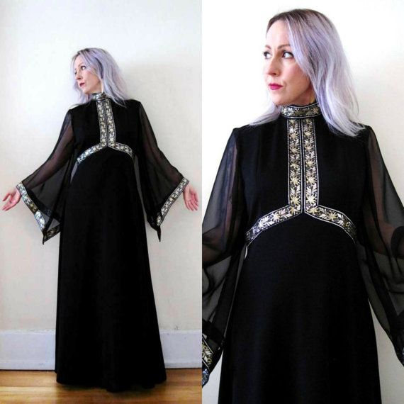 Long sleeve 70s dress neckline