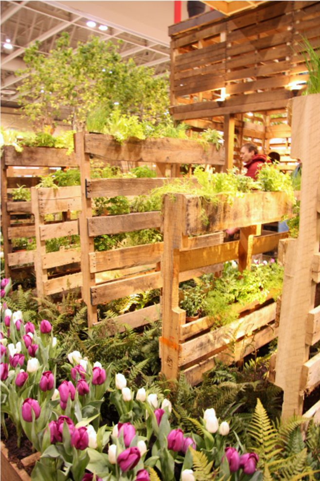 Pallet Garden Walls...wonder if I could plant things in it for the goats/chickens to munch on when they are stuck inside in the winter?