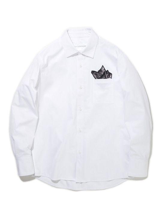SUPERTHANKS定番のワッペンシリーズシャツです。以前リリースしていたチーフワッペンをアップデートした新型チーフです。今季のワッペン柄は、トロピカルデザインをオリジナルで作成しております。グラデーションカラーが春夏を感じさせてくれる爽やかな印象です。SUPERTHANKSらしいPOPな雰囲気を持った遊び心のあるアイテムです。結婚式の2次会やパーティーシーンでも着用いただけるのでオンオフ問わず着て頂けます。   QUALITY:  COTTON 100%        SIZE  肩幅  身幅  着丈  袖丈      S  43.5  51.5  71.5  59      M  44.5  53.5  73.5  60.5      L  45.5  55.5  75.5  62