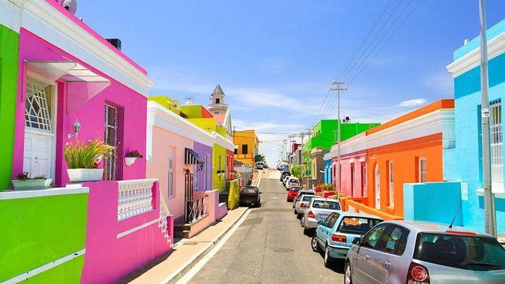 Le Cap - La « cité mère » multiplie les sites de charme et les activités : musées, activités nautiques, ambiance urbaine, quartiers branché, jardins… Coup de cœur pour le quartier coloré de Bo-Kaap.