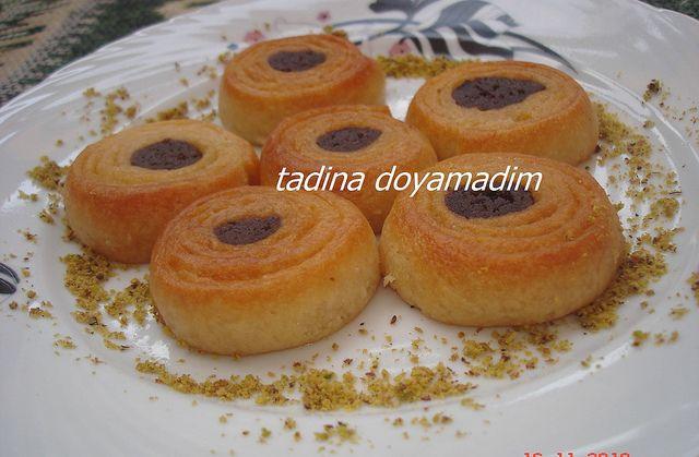 Karagöz tatlısı istek alan,blogta resmi olup;tarifi olmayan tatlılardan biri  Kabartma tozuyla yapılana göre çok daha lezzetli nereden m...