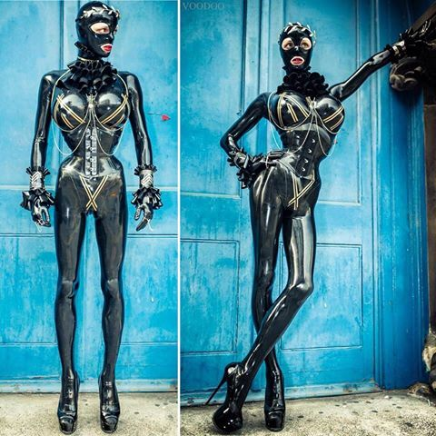 Friday is shooting day. These images were taken in London by Rob Voodoo during Le Boutique Bazaar. Kylie in her currently most loved #latex #heavyrubber outfit. Today I will shoot with Nikitzo again ! Wish you all a lovely weekend. xoxo Kylie