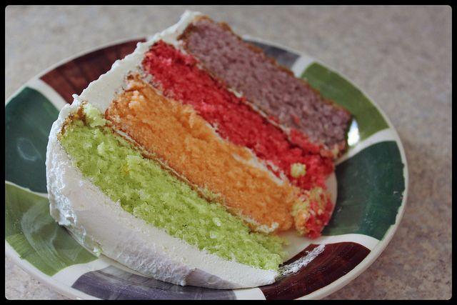 gateau05 by { Xana }, via Flickr Rainbow Cake, Gâteau Arc-en-ciel http://www.kraftcanada.com/recipes/gateau-arc-en-ciel-161054