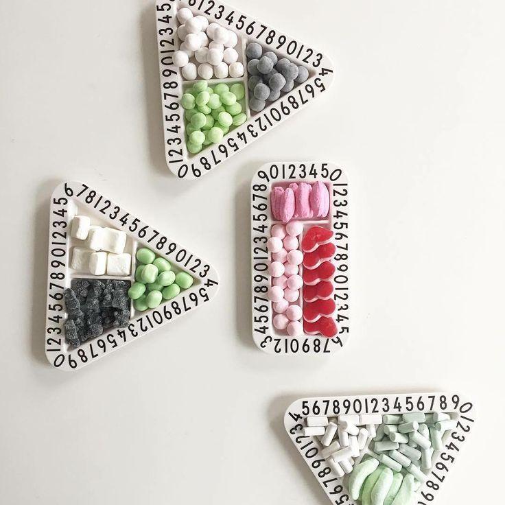 Fine tallerkner i melamin fra Design Letters,som er ideelle at bruge til lækre snacks. Køb på Filur.dk :-)