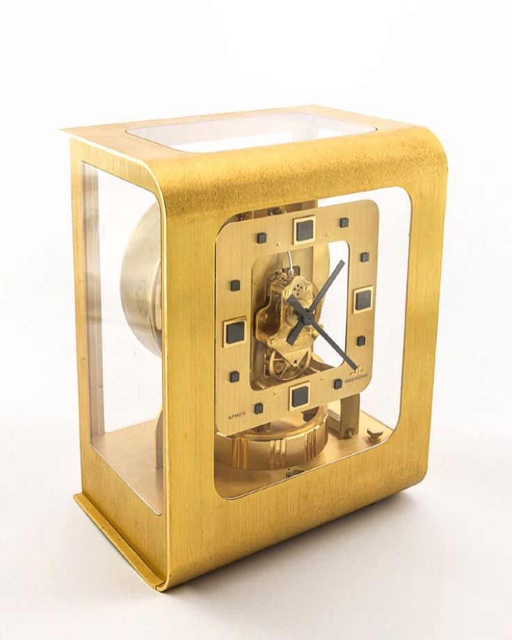 Very rare Jaeger-LeCoultre Atmos COLANI Clock, caliber 528 from the 70ies. Built only between 1974 and 1975, this Atmos is very rare and is perfectly reflecting the 70ies design in a very beautiful way. Golden case, square dial, with square indexes, rectangular hands. Extraordinary. Collector's piece. Find more details at our website, watch-time ID 2686. #jaegerlecoultre #lecoultre #atmos #clock #atmosclock  #colani