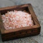 http://hpcsalt.ru/ Гималайская розовая соль... Это не результат творческой работы хитрых маркетологов. Ее название вполне соответствует сути. Розовая соль издавна была высоко оценена врачами и знахарями, за ее прекрасные лечебные свойства