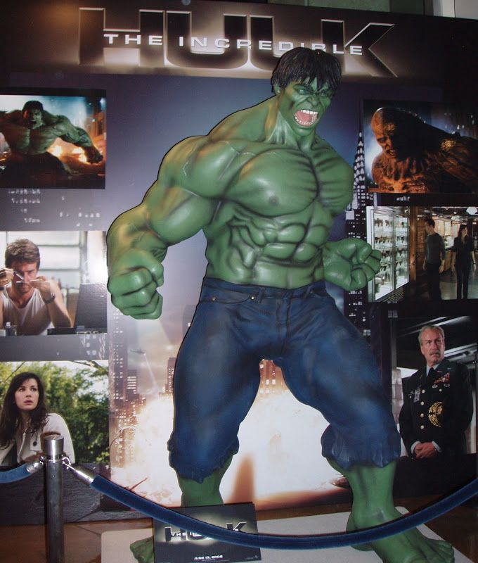 Hollywood Movie Costumes and Props: The Incredible Hulk life-size ...