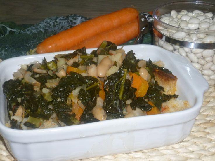 la zuppa di cavolo nero alla toscana, ricetta tipica preparata con cavolo nero, fagioli cannellini e pane raffermo, ideale per le giornate fredde invernali