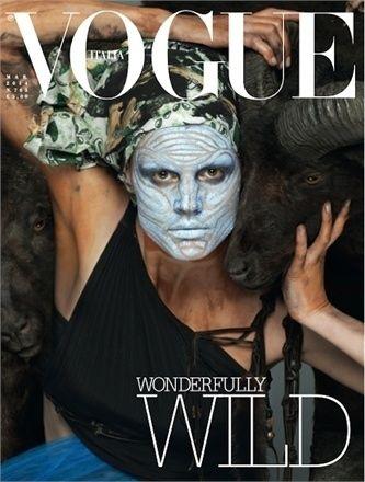 Kjo është kopertina e Vogue Itali e muajit mars 2014 !  Ajo paraqet modelen gjermane Saskia de Brauw në një pamje me doza të larta mode dhe shumë vizatime në trup dhe fytyrë, duke pozuar me kafshë.