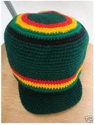 los accesorios que el movimiento rastafari usa han sido muy influenciables en la moda ellos suelen usar gorros pañol etas o tipo de accesorios q se puedan llevar en el cabello