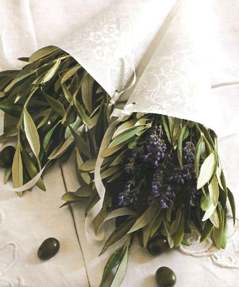 Cones for a wedding woth olive leaves and lavender ...perfect for a Wedding in Tuscany!