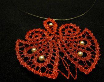 Encaje de bolillos hecho a mano collar de Mariquita