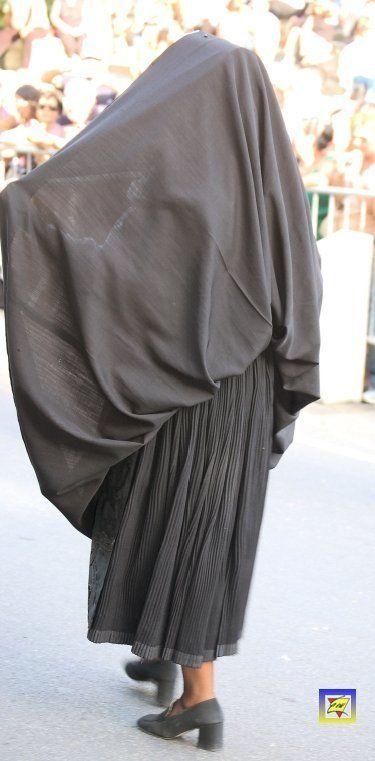 Gonna_ripiegata_sul_capo_del_costume_di_Nulvi