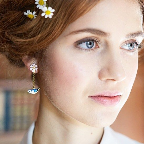 🌿🌼:: The Hedgerow Drop Earrings :: 🌼🌿 This stunning hand painted enamel earring are back in stock in store & online. Spring may be a long time coming, but these birds are turning our grey skies blue! 😉💙  .  .  .  #BillSkinner #hedgerows #fashion #fashionphotography #fashionshoot #enamel #handpainted #jewellerylovers #jewelrydesigner #bluebird #springfashion #style #handcarved #birds #floral #ss17