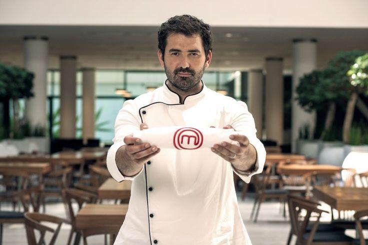 #cozonacim cu Chef Adrian Hadean - Chef Adrian Hadean ne-a dezvaluit reteta de #cozonac pe care a mostenit-o in familia sa. Juratul MasterChef o face an de an, de Paste si de Craciun, si ti-o recomanda si tie.