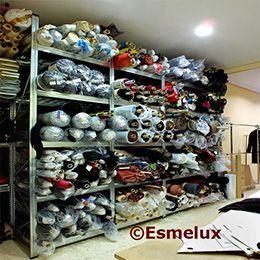 Con las estanterías de doble fondo , podrá adecuar el espacio disponible a las telas de su almacén de confección. https://www.esmelux.com/galeria-de-estanter%C3%ADas-para-textil