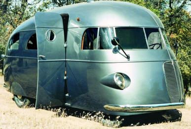 """Cinematographer Roy Hunt's """"house car"""", The Star. Built in 1937."""