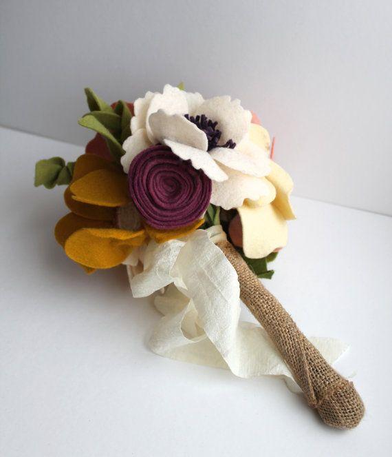 Индивидуальные Войлок цветов подружка невесты Букет.  Альтернативная свадьба.  Сельский Свадебные цветы.  Свадебные цветы.  Свадьба на память.  Бросок букет.