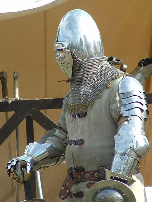 Plate armour with bascinet helm (notice aventail)