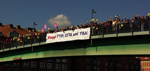 Se passa il TTIP i mercati europei rischiano l'invasione di carne made in USA proveniente da animali allevati con utilizzo di sostanze chimiche e medicinali da noi vietate #ttip