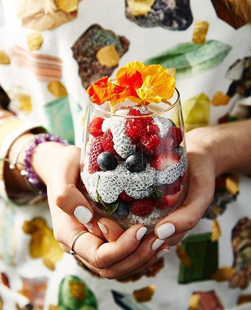 Lola Berry Happy Place - chia pudding, berries, breakfast