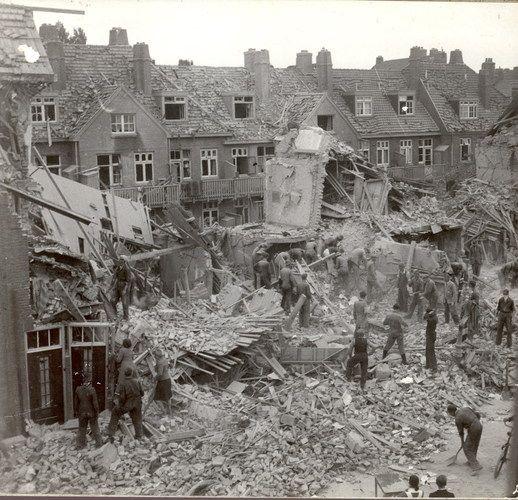 Na bombardement Amsterdam-Noord. De Fazantenweg kort na 17 juli 1943. (Foto: Historisch Centrum Amsterdam-Noord)