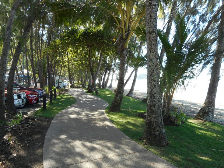 Palm Cove, Queensland, footpath with shade and visual amenity thanks to trees.