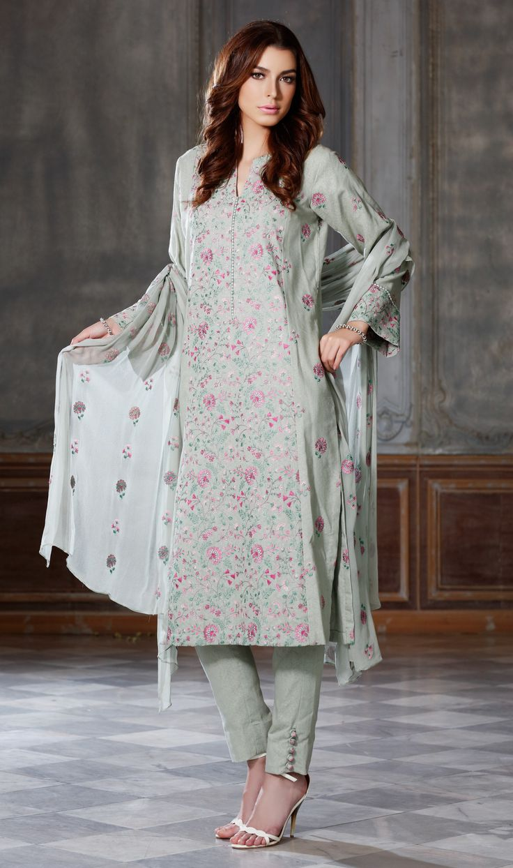 Bareeze live dresses gallery bareeze fashion brand photos designs - Pakistni Custom Home Bareeze Is Able To Reveal Its Womens Winter Clothes Gown That Is Effective Styles And Beautiful