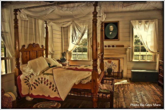 中世的クラシカルな寝室|寝室のインテリアコーディネート