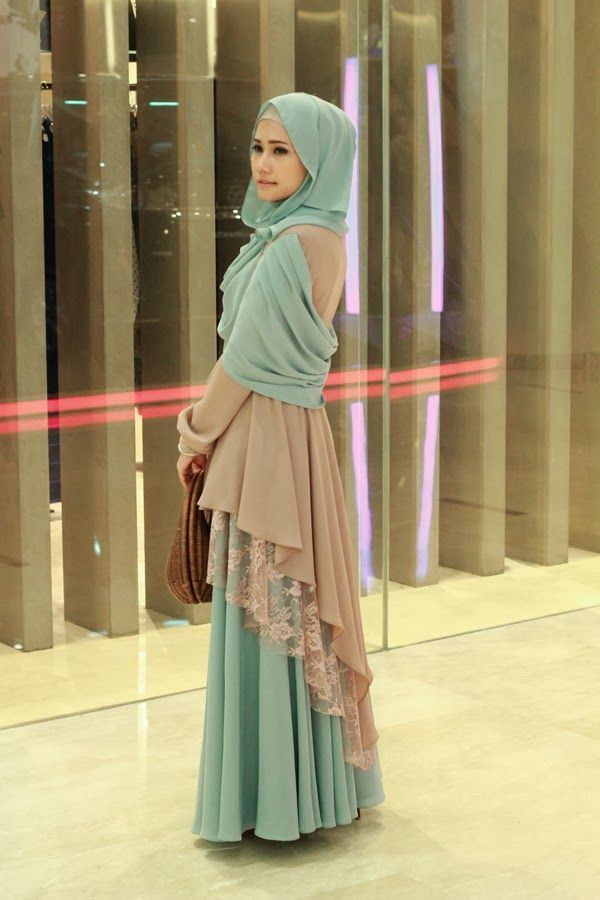 Hijab Fashion 2016/2017: Beautiful layering with lace and color blocking! Love this so much.