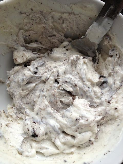 Cookies and Cream FroYo - homemade frozen yogurt - homemade froyo - oreo froyo