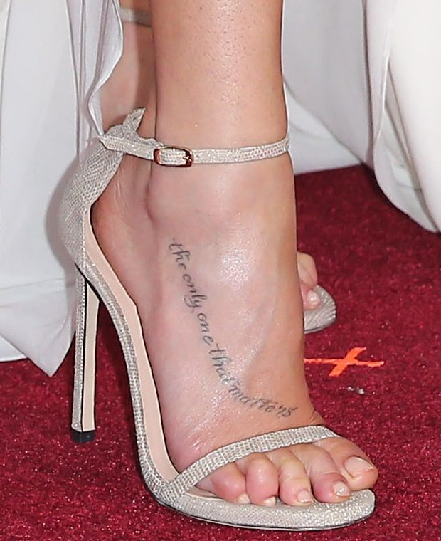 LeAnn Rimes showing off her feet in Stuart Weitzman 'Nudist' sandals
