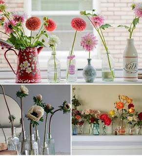 Koop 4 bossen bloemen en zet ze in kleine vaasjes, blikjes, flesjes (die je gespaard hebt) bij elkaar in vensterbank in je slaapkamer en woonkamer..wauw!