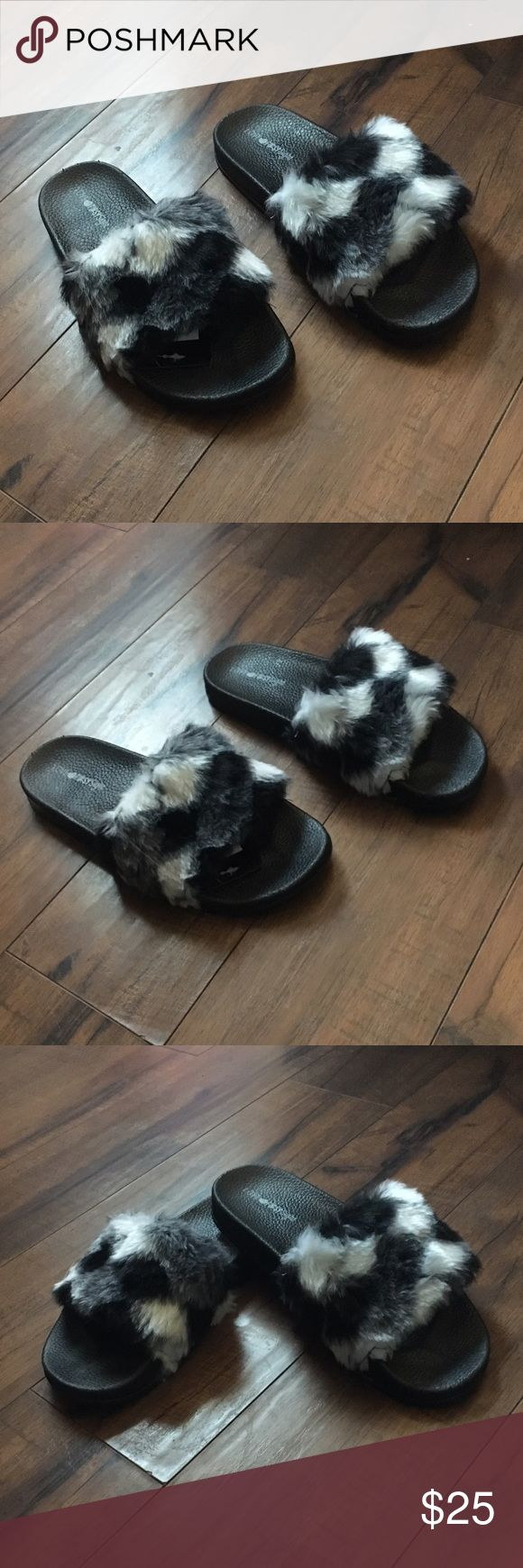 💥NEW💥Faux fur fuzzy slides, fuzzy, slippers Checkered furry sandals/ slippers slides.  New with tags, pristine condition!  These cute slides are so comfortable! The bottoms are made of a hard felt.  Size 9, true to size       💋 Check out more shoes/ sandals in my closet 💋               💥 To Post Office same/ next day 💥 Shoes Slippers