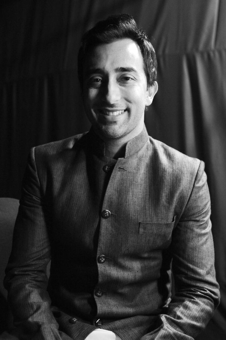 Rahul Khanna says he's shy, we say he's mindblowing. Ladies, what's your say on this?