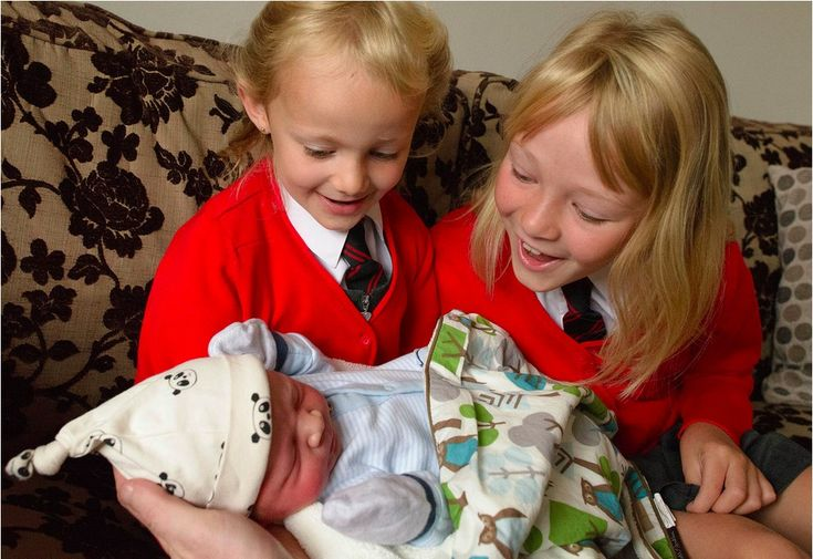 Fotos revelam reações de crianças ao verem seus irmãos recém-nascidos   Estilo