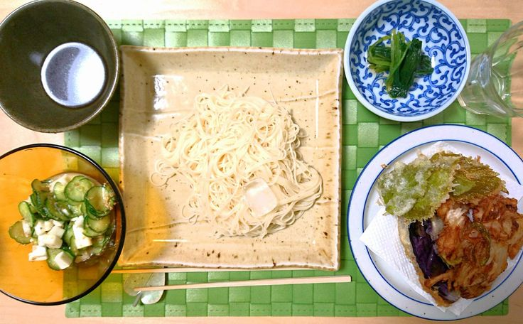 2016/8/13 そうめん、ササミ・シソ・ナス・の天ぷらとカキアゲ、ほうれん草のおひたし。付けだれに、実家で教わった、白だしとすりごまと味噌と水を混ぜた所にキュウリとかハンペンを入れた物も追加。んまい。